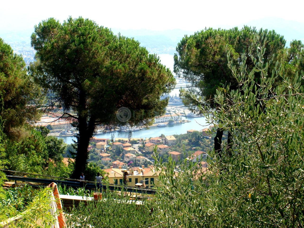 Villa in vendita a La Spezia, 5 locali, prezzo € 500.000 | Cambio Casa.it