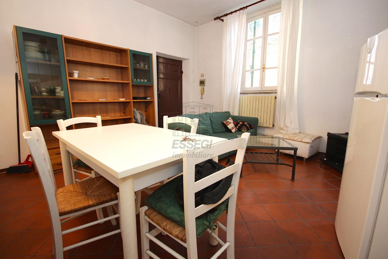 Bilocale Lucca Via Pelleria 4
