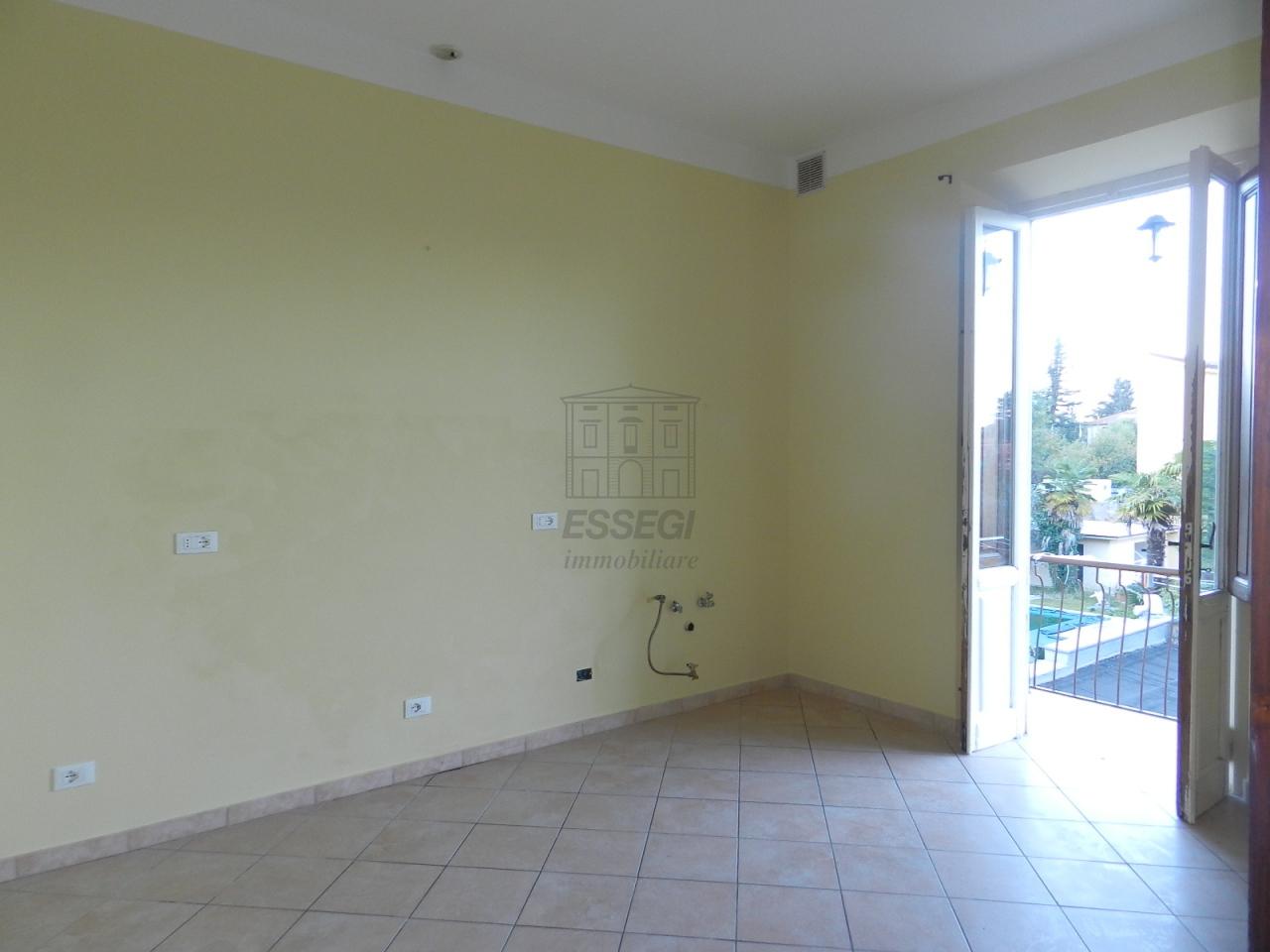 Villa in vendita a Lucca, 8 locali, prezzo € 410.000 | Cambio Casa.it