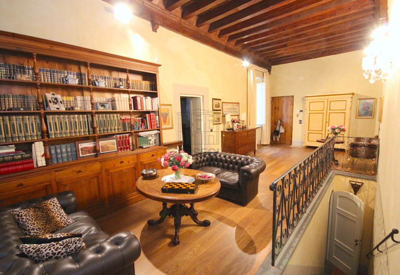 Vendesi prestigioso appartamento in centro storico