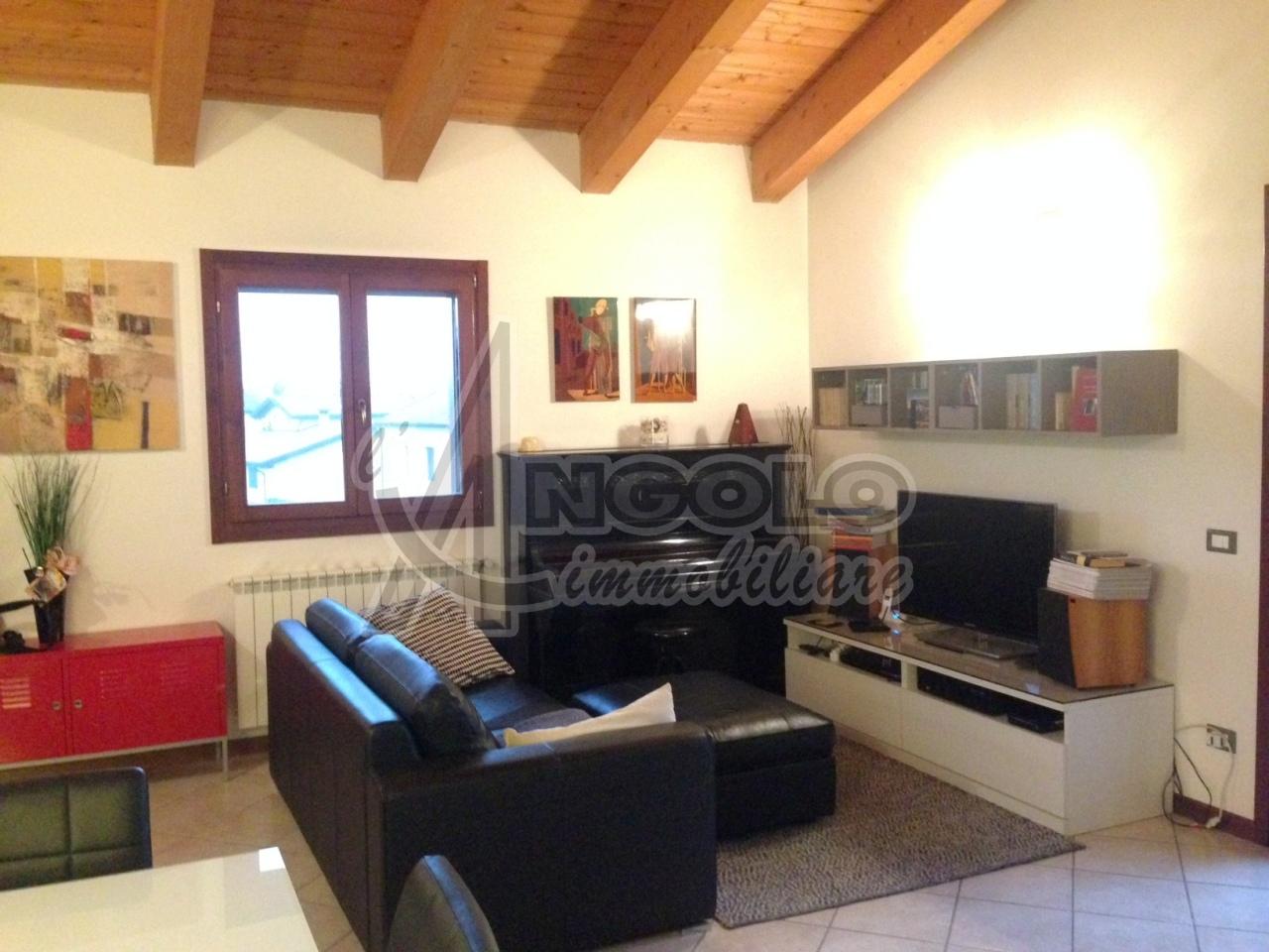 Attico / Mansarda in affitto a Occhiobello, 4 locali, prezzo € 450 | Cambio Casa.it