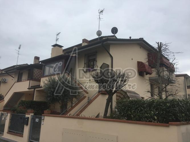 Appartamento in vendita a Occhiobello, 5 locali, prezzo € 123.000 | Cambio Casa.it