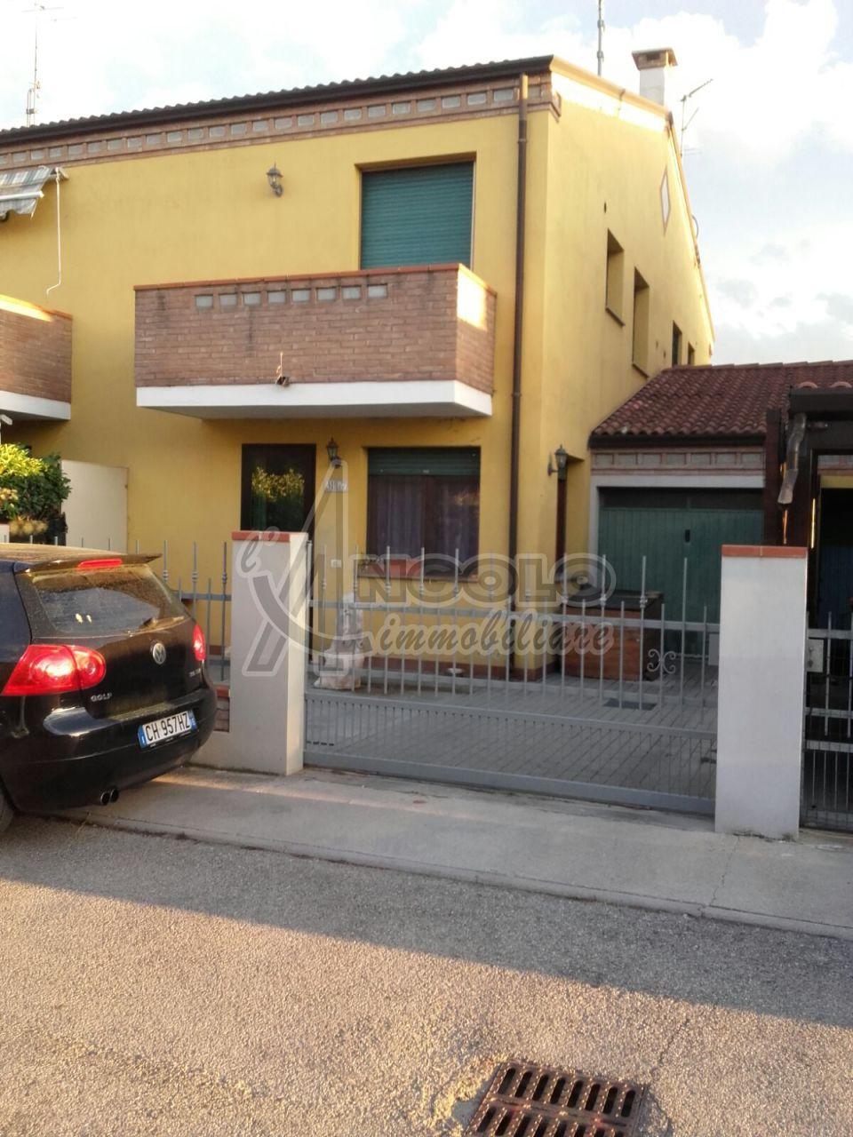 Villa in vendita a Occhiobello, 6 locali, prezzo € 98.000 | Cambio Casa.it