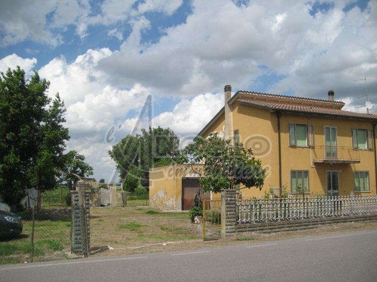 Soluzione Semindipendente in vendita a Fiesso Umbertiano, 11 locali, prezzo € 50.000 | Cambio Casa.it