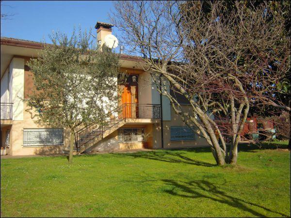 Soluzione Indipendente in vendita a Castelfranco Veneto, 5 locali, prezzo € 290.000 | Cambio Casa.it