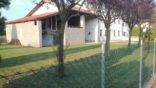Rustico / Casale in vendita a Resana, 7 locali, prezzo € 138.000 | CambioCasa.it