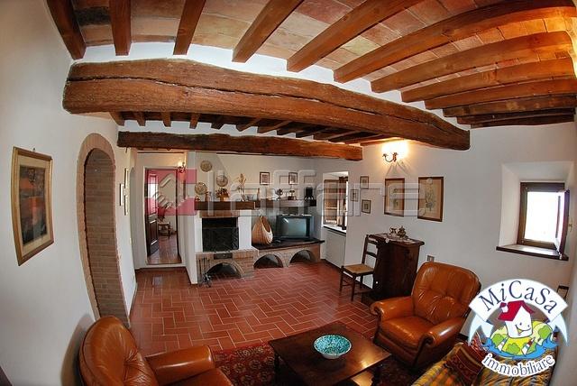 Appartamento in vendita a Lajatico, 4 locali, prezzo € 110.000 | CambioCasa.it