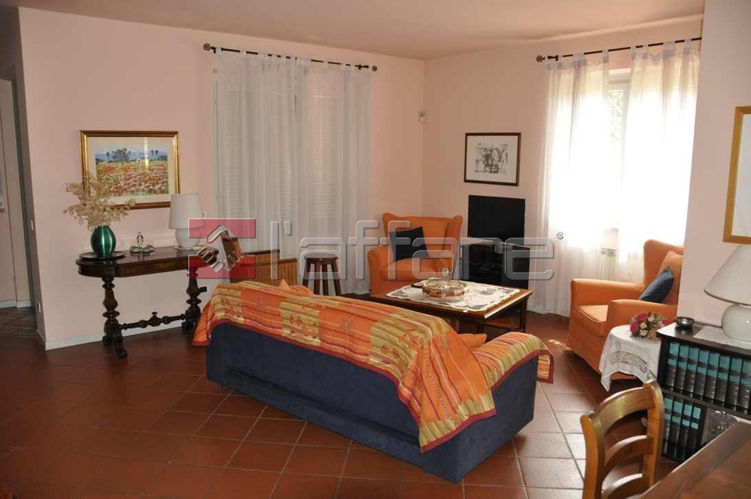 vendita villa camaiore   730000 euro  9 locali  300 mq