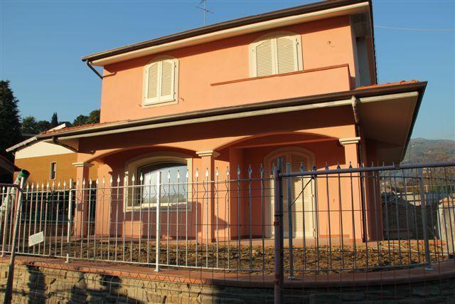 Villa in vendita a Massa e Cozzile, 7 locali, prezzo € 495.000 | CambioCasa.it