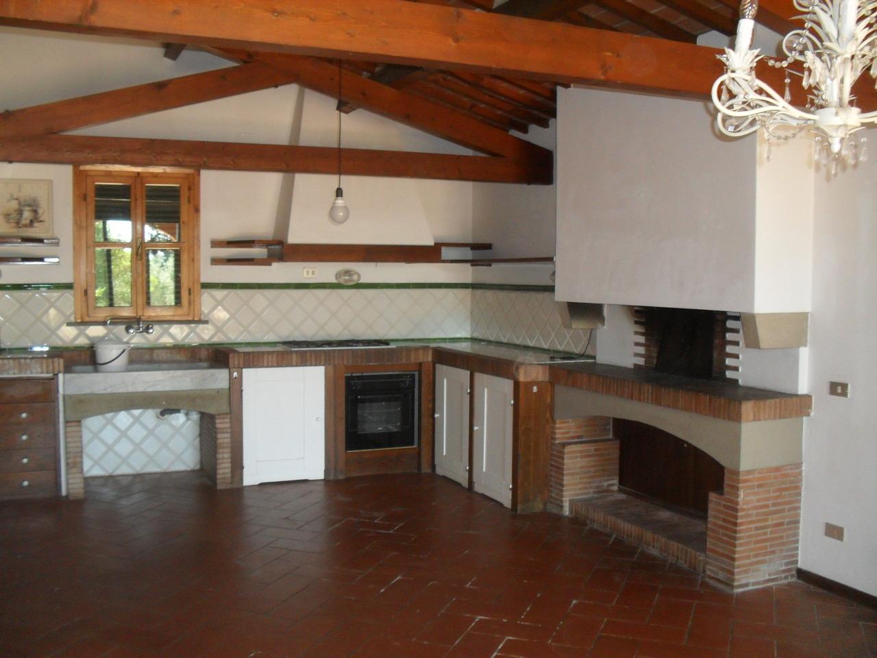 Villa in affitto a Pontedera, 6 locali, prezzo € 1.000 | Cambio Casa.it