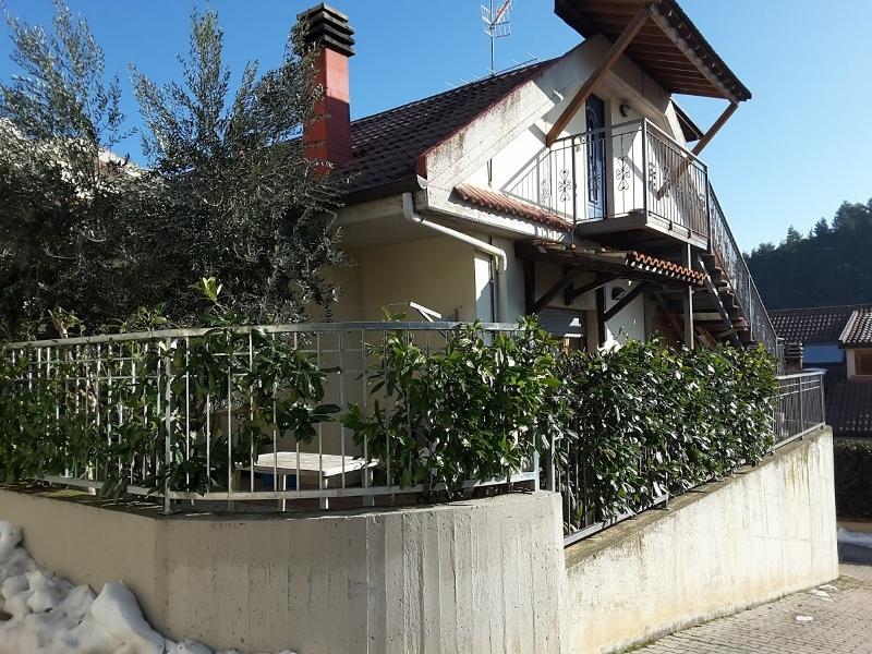 Villa a Schiera in vendita a Ascoli Piceno, 8 locali, prezzo € 450.000 | Cambio Casa.it