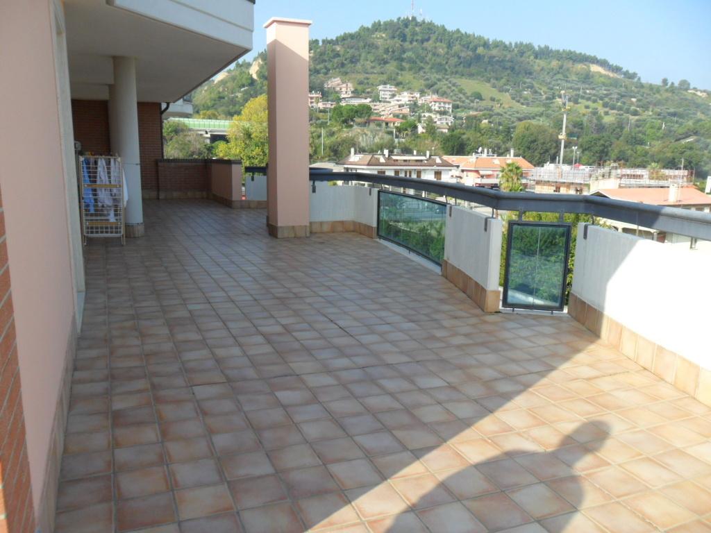 Attico / Mansarda in vendita a Grottammare, 4 locali, prezzo € 310.000 | CambioCasa.it