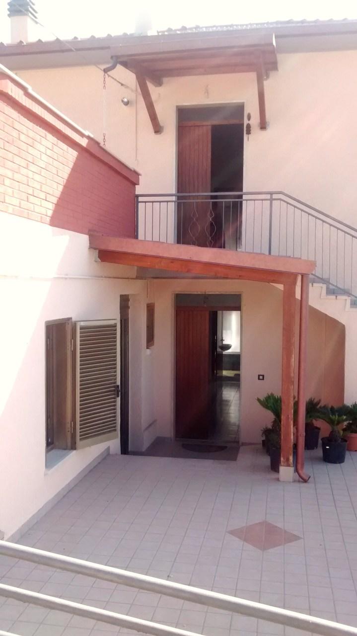 Villa in vendita a Mosciano Sant'Angelo, 11 locali, prezzo € 150.000 | Cambio Casa.it