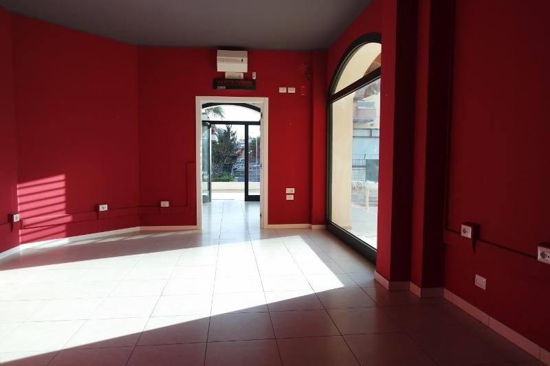Negozio / Locale in affitto a Cupra Marittima, 2 locali, prezzo € 600 | Cambio Casa.it