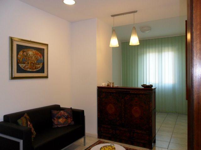 Ufficio / Studio in affitto a Grottammare, 6 locali, prezzo € 1.500 | CambioCasa.it