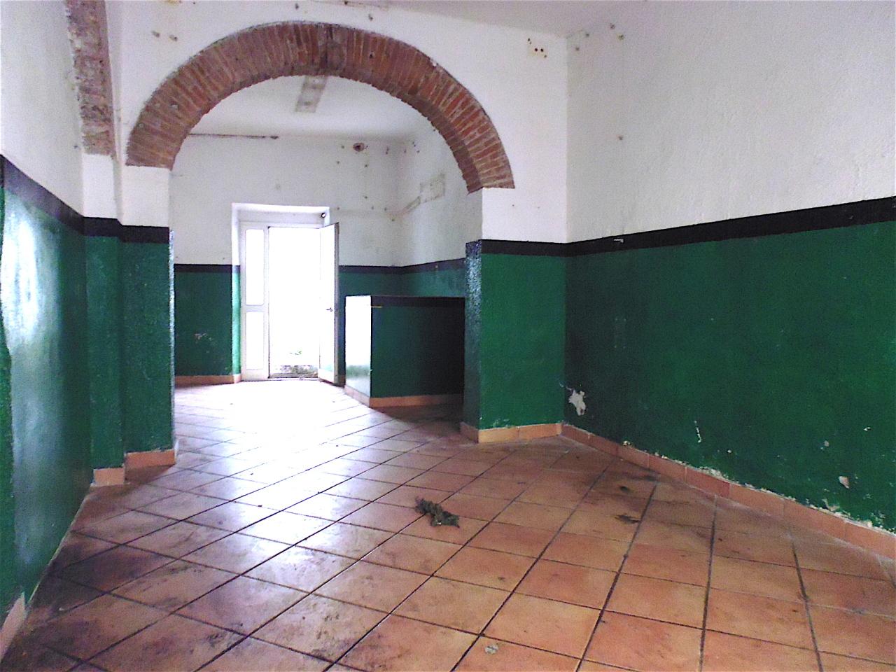 Negozio / Locale in affitto a Livorno, 2 locali, prezzo € 450 | CambioCasa.it