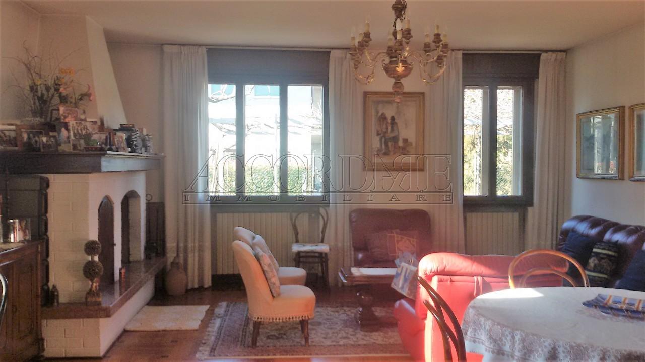 Soluzione Indipendente in vendita a Ponte San Nicolò, 7 locali, prezzo € 290.000 | Cambio Casa.it