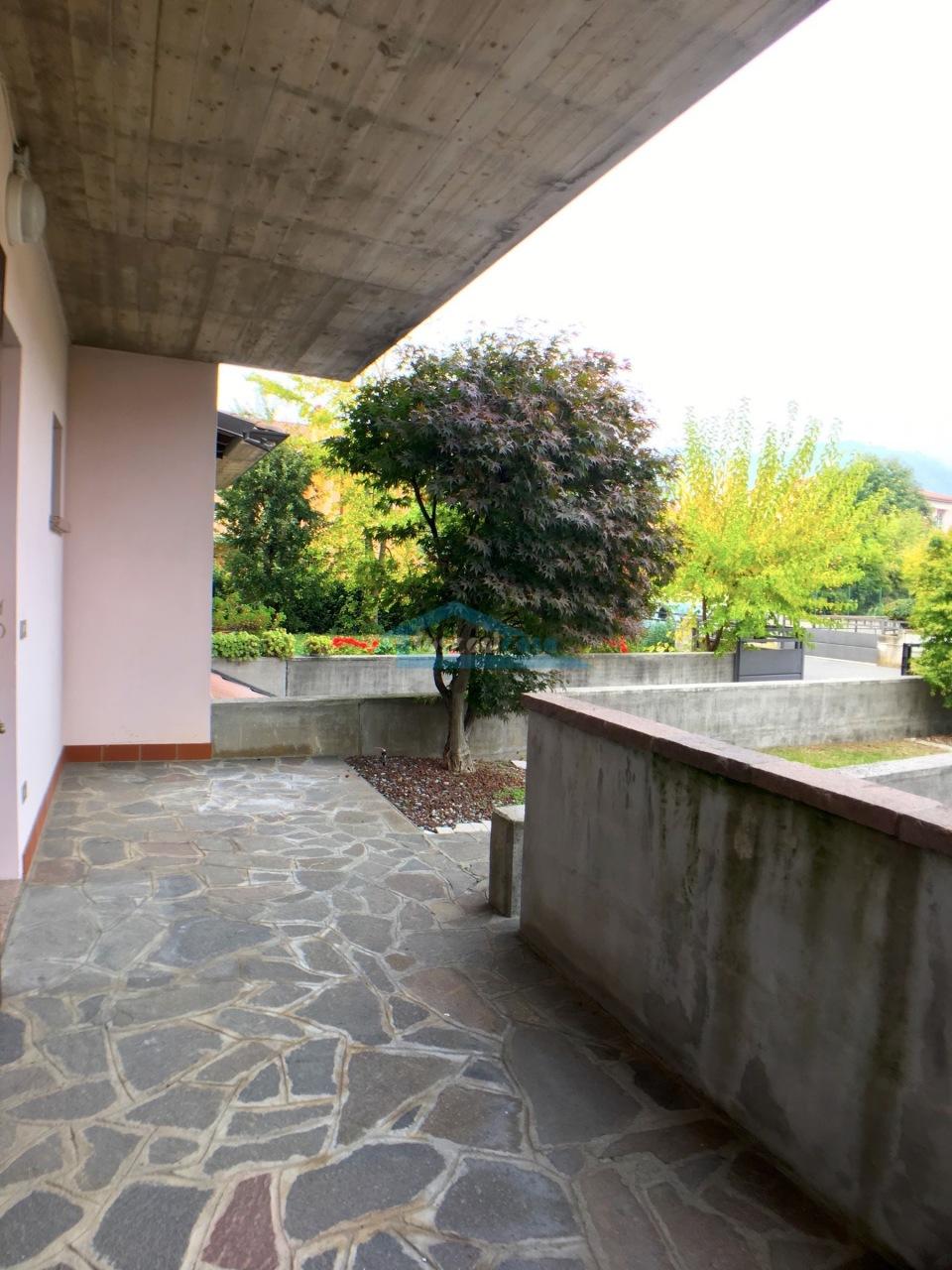 Portico Villa a schiera  a Adro