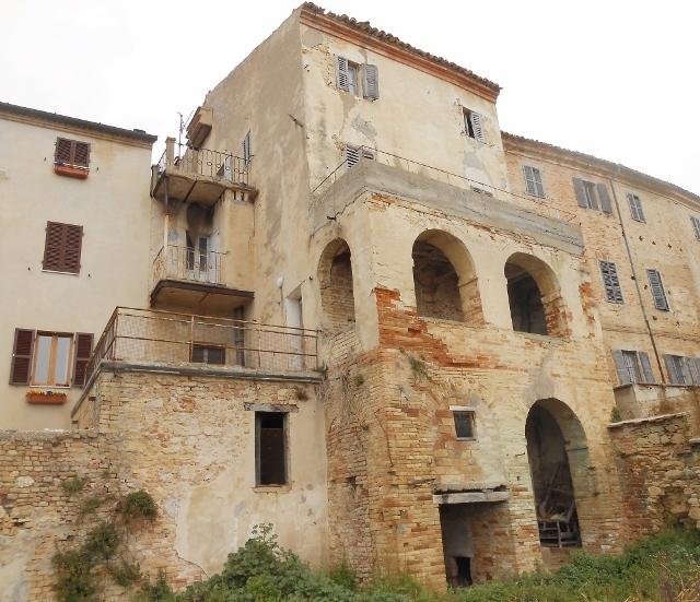 Soluzione Indipendente in vendita a Massignano, 13 locali, prezzo € 150.000 | Cambio Casa.it