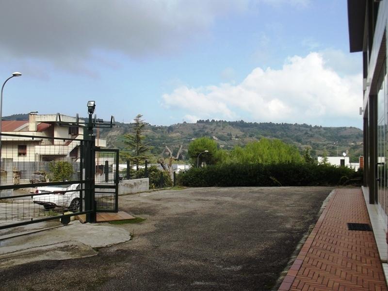 Capannone in Vendita a Acquaviva Picena