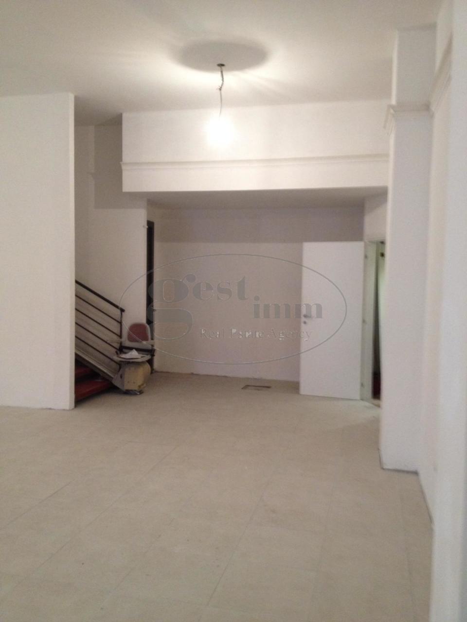 Locale comm.le/Fondo in affitto - Centro, Livorno