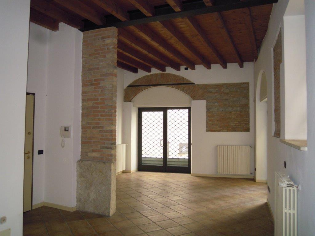 Fondo commerciale in affitto a Brescia (BS)