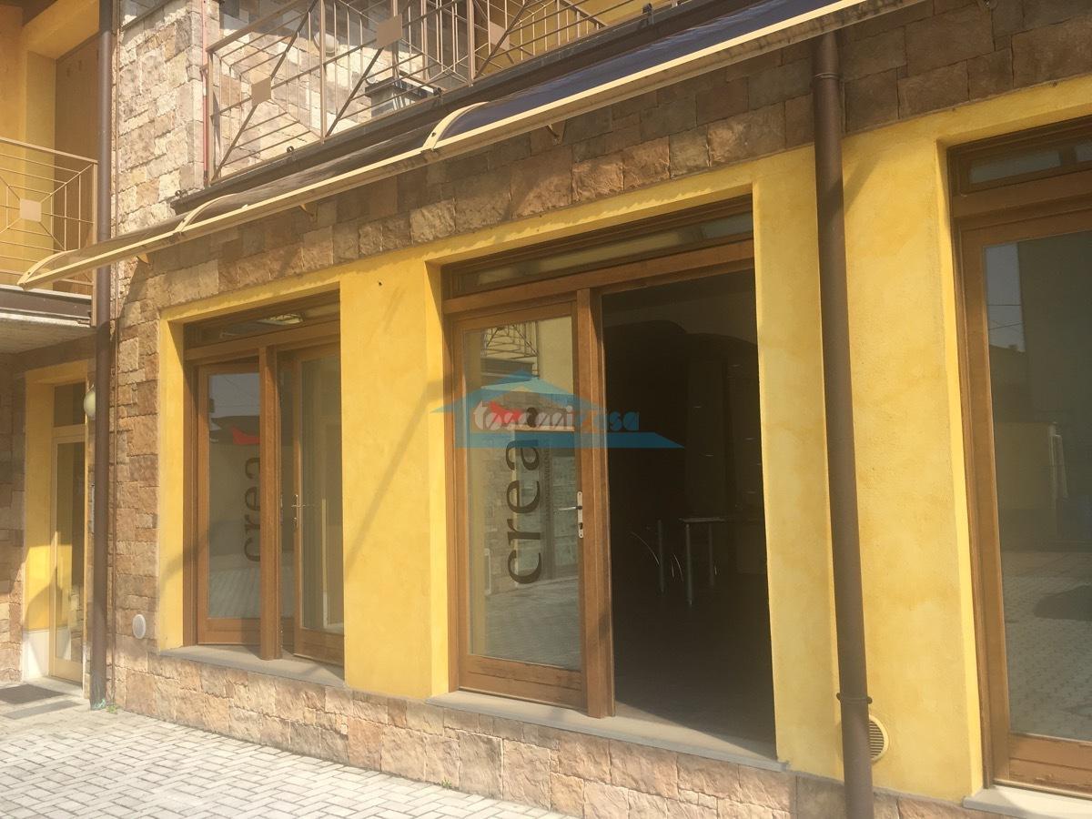 13 Esterno.jpg Ufficio  a Adro
