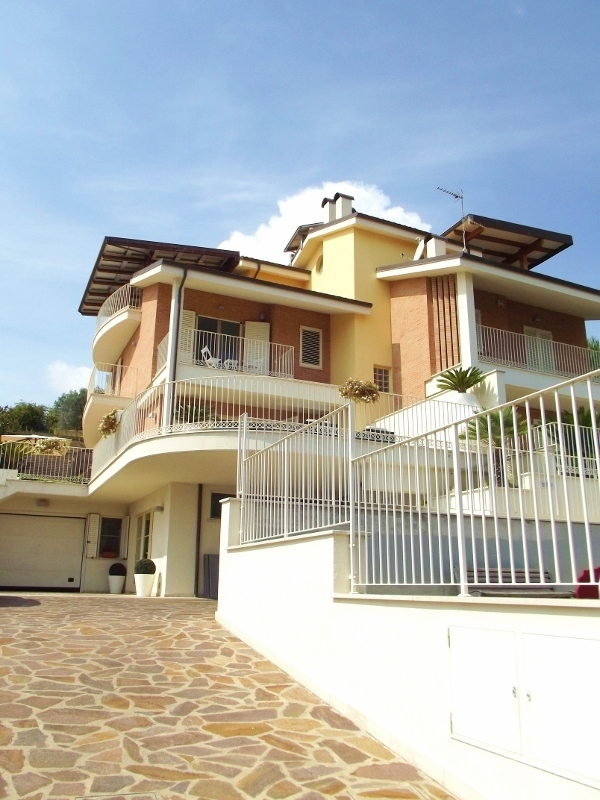 Soluzione Indipendente in vendita a San Benedetto del Tronto, 9 locali, prezzo € 745.000   Cambio Casa.it