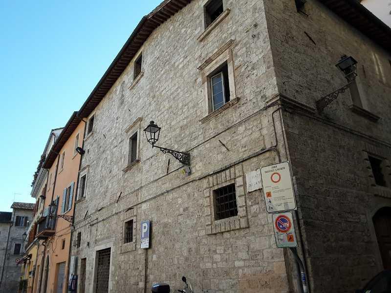 Negozio / Locale in vendita a Ascoli Piceno, 3 locali, prezzo € 1 | CambioCasa.it