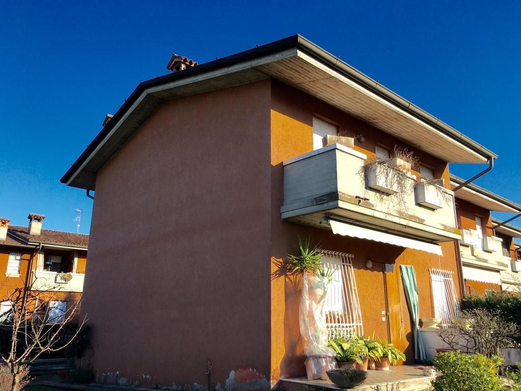 Soluzione Semindipendente in vendita a Chiari, 8 locali, prezzo € 230.000 | Cambio Casa.it