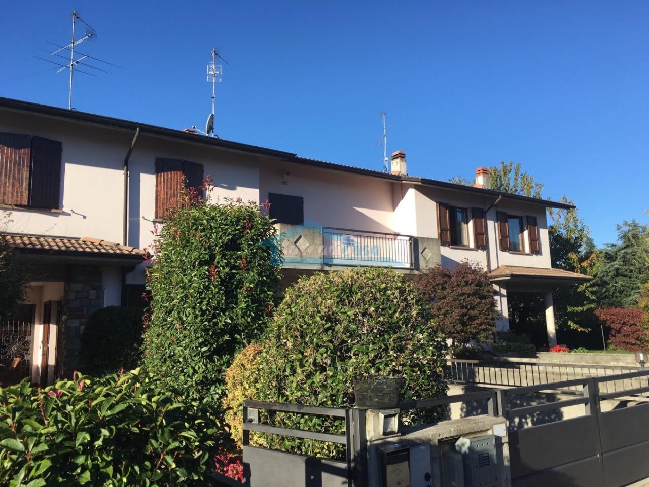 Esterno Villa a schiera  a Adro