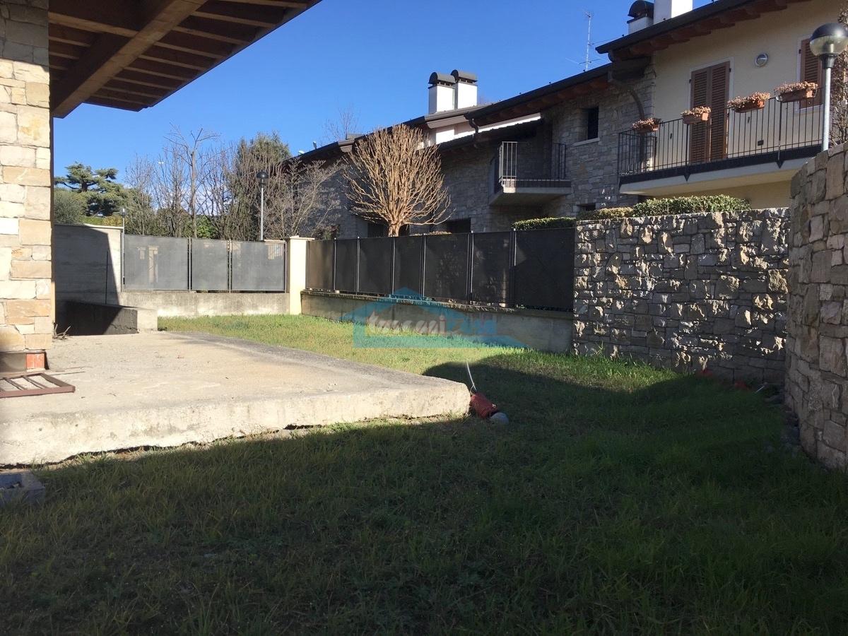 Giardino Sud-Est Villa a schiera  a Adro