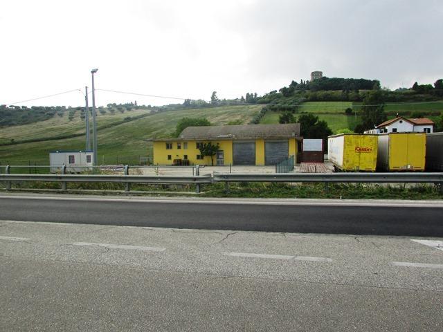 Laboratorio in affitto a Martinsicuro, 8 locali, prezzo € 1.500 | CambioCasa.it