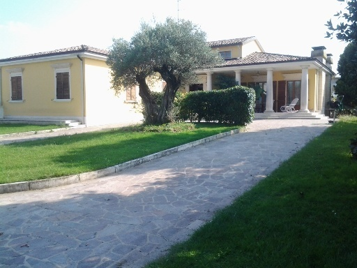 Foto 1 di Villa Via C. Prampolini 58, Collecchio