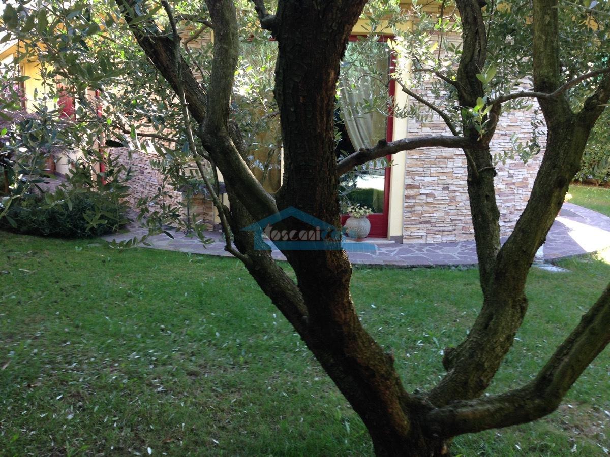 Giardino Villa  a Adro