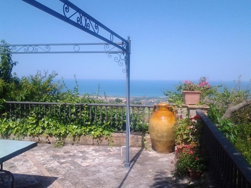 Villa in affitto a Colonnella, 11 locali, prezzo € 1.500 | Cambio Casa.it