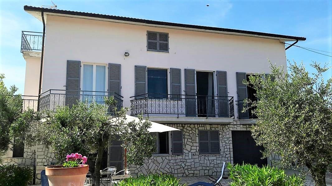 Villa in vendita a Ripatransone, 12 locali, prezzo € 370.000 | Cambio Casa.it