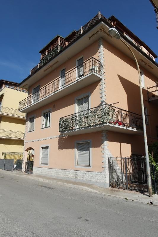 Soluzione Indipendente in vendita a San Benedetto del Tronto, 15 locali, prezzo € 400.000 | CambioCasa.it