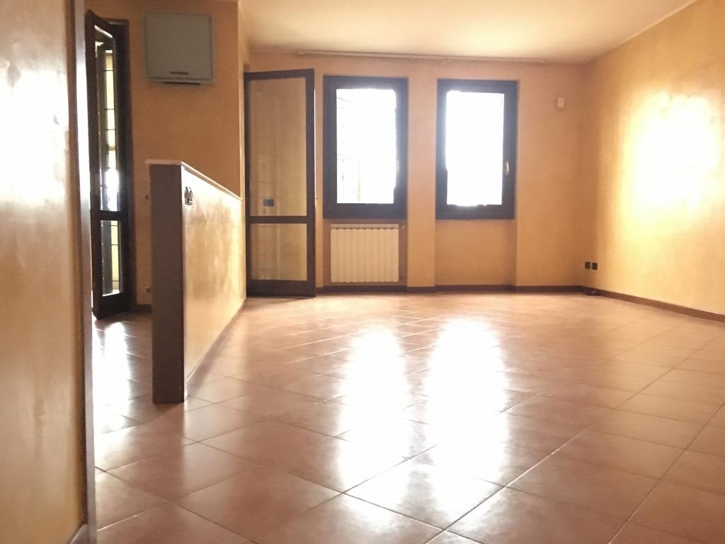 Appartamento in affitto a Cologne, 5 locali, prezzo € 530 | Cambio Casa.it