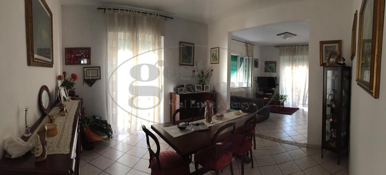 Appartamento in vendita a Livorno, 4 locali, prezzo € 205.000 | CambioCasa.it