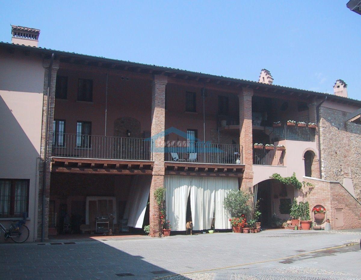 Corte Interna Appartamento  a Cazzago San Martino