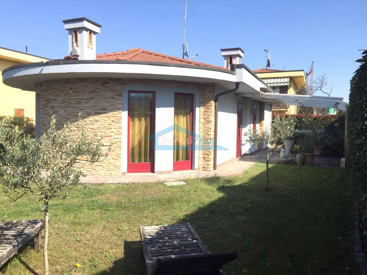 Facciata Villa  a Adro