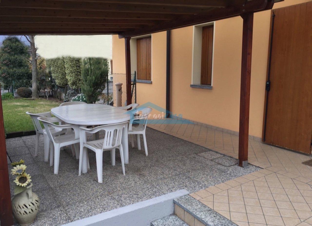 Portico e Giardino Appartamento  a Adro
