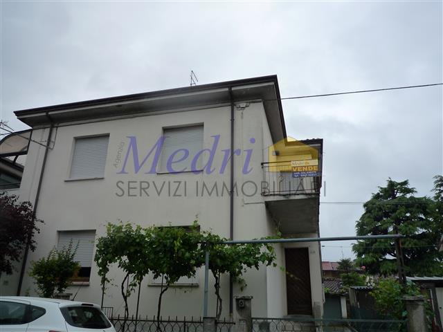 Porzione di casa bifamiliare in vendita a for Casa con 2 camere da letto con seminterrato finito in affitto