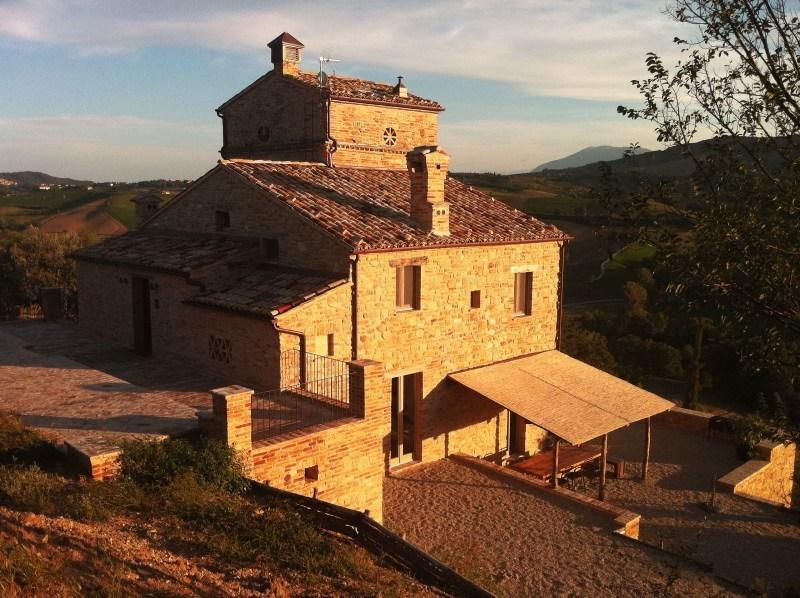 Rustico / Casale in vendita a Montedinove, 11 locali, prezzo € 700.000 | CambioCasa.it