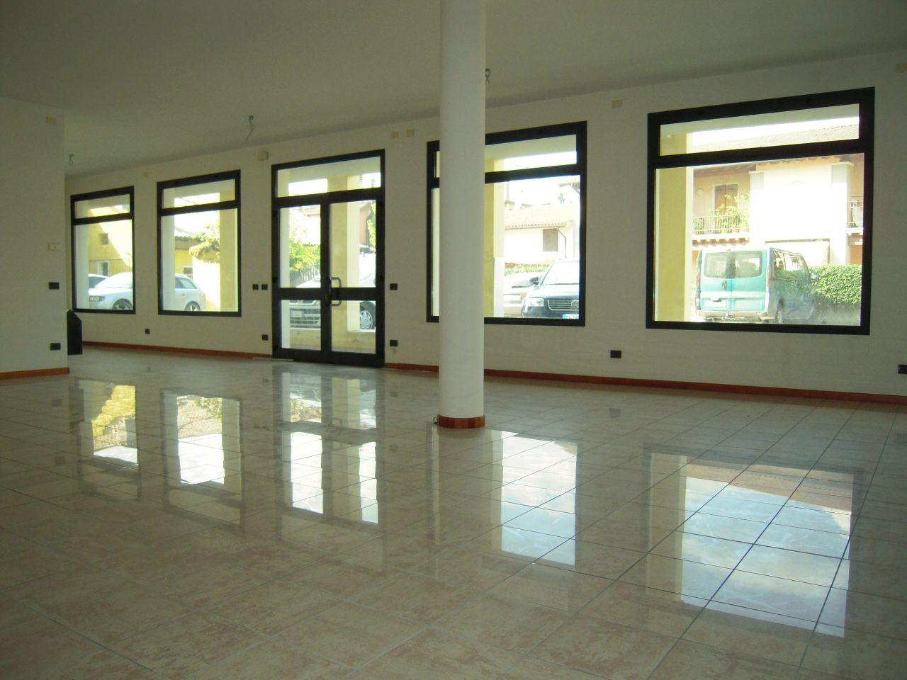Ufficio / Studio in affitto a Loria, 2 locali, prezzo € 750 | Cambio Casa.it
