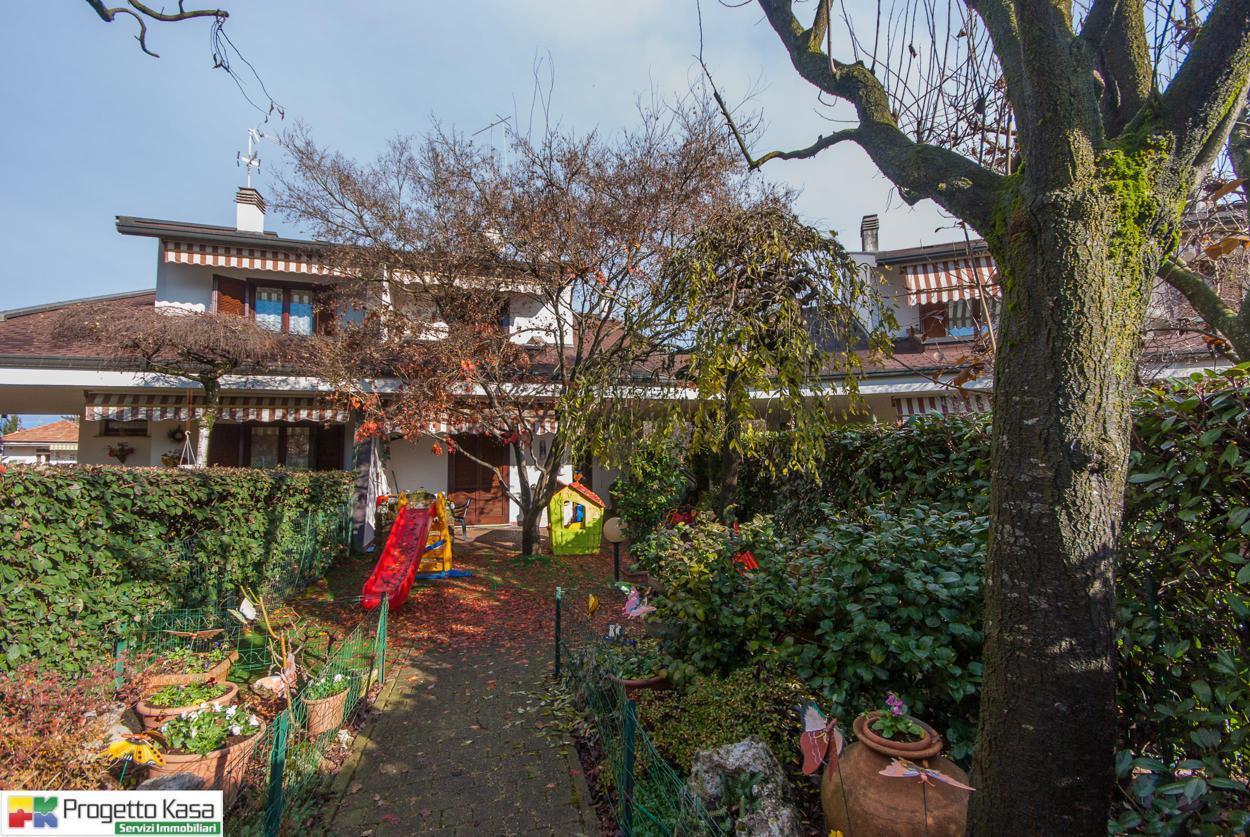 Villa in vendita a Mozzate, 5 locali, prezzo € 289.000 | CambioCasa.it