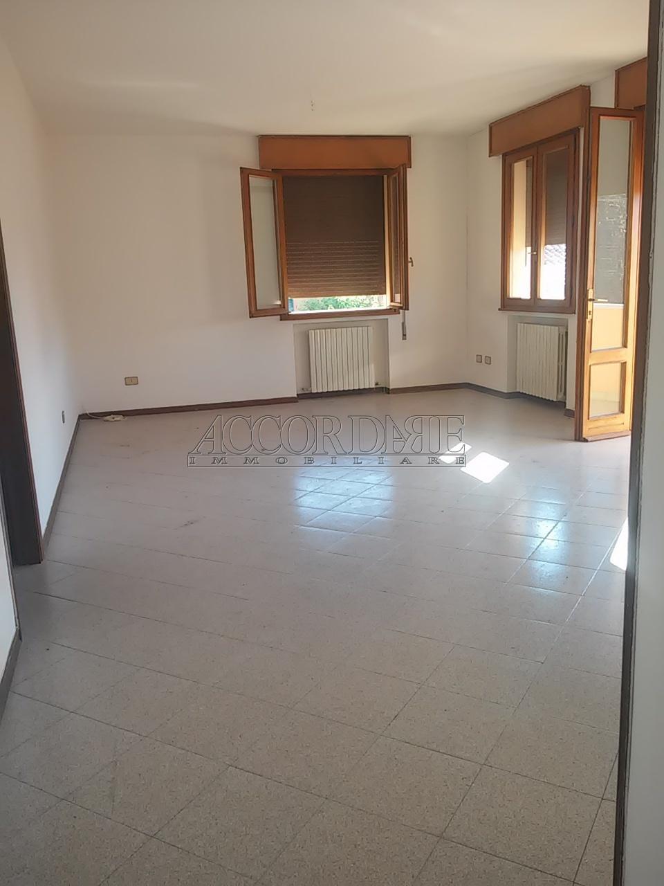 Appartamento in vendita a Casalserugo, 5 locali, prezzo € 105.000   Cambio Casa.it