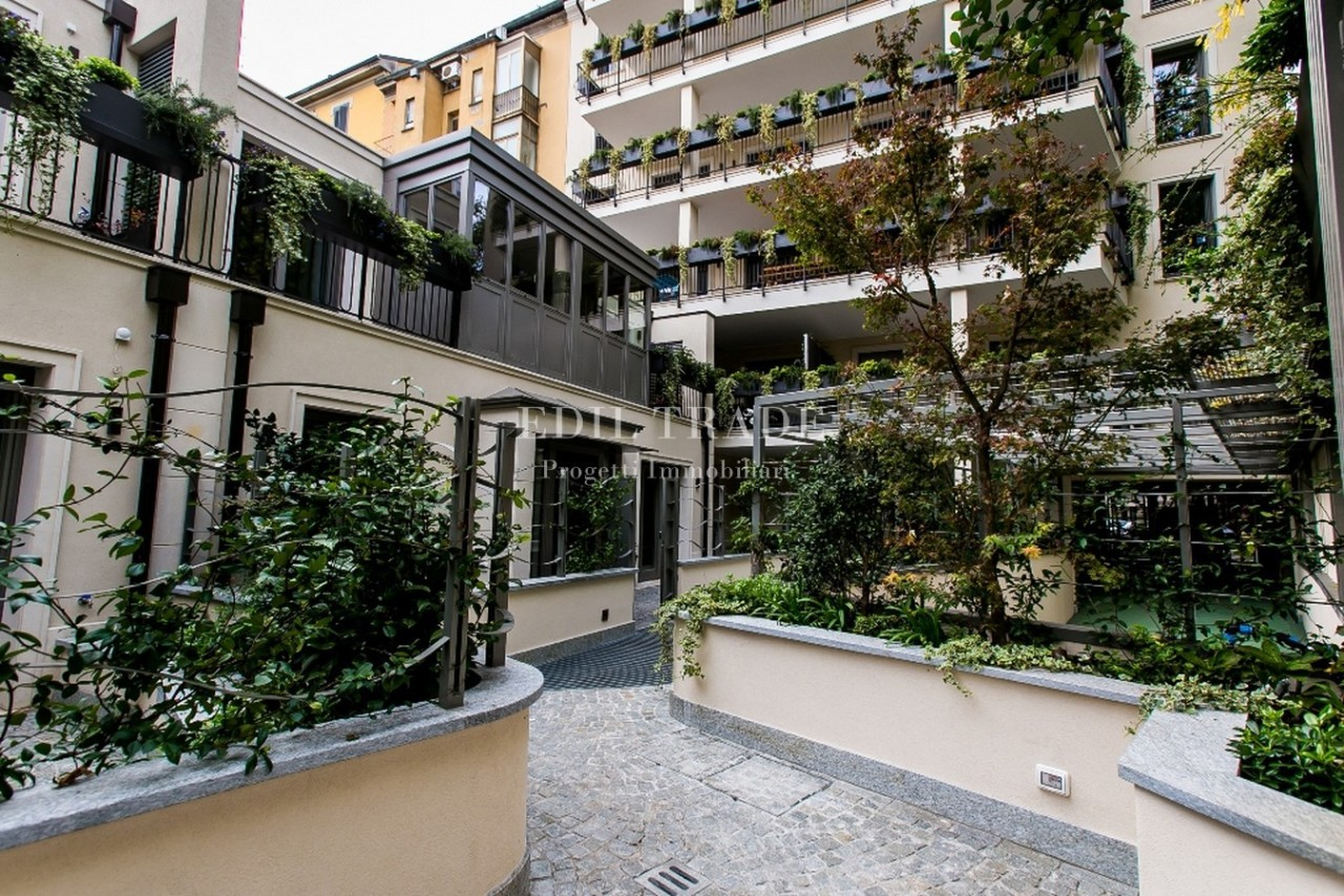 Villa in vendita a Milano, 4 locali, prezzo € 1.490.000 | Cambio Casa.it