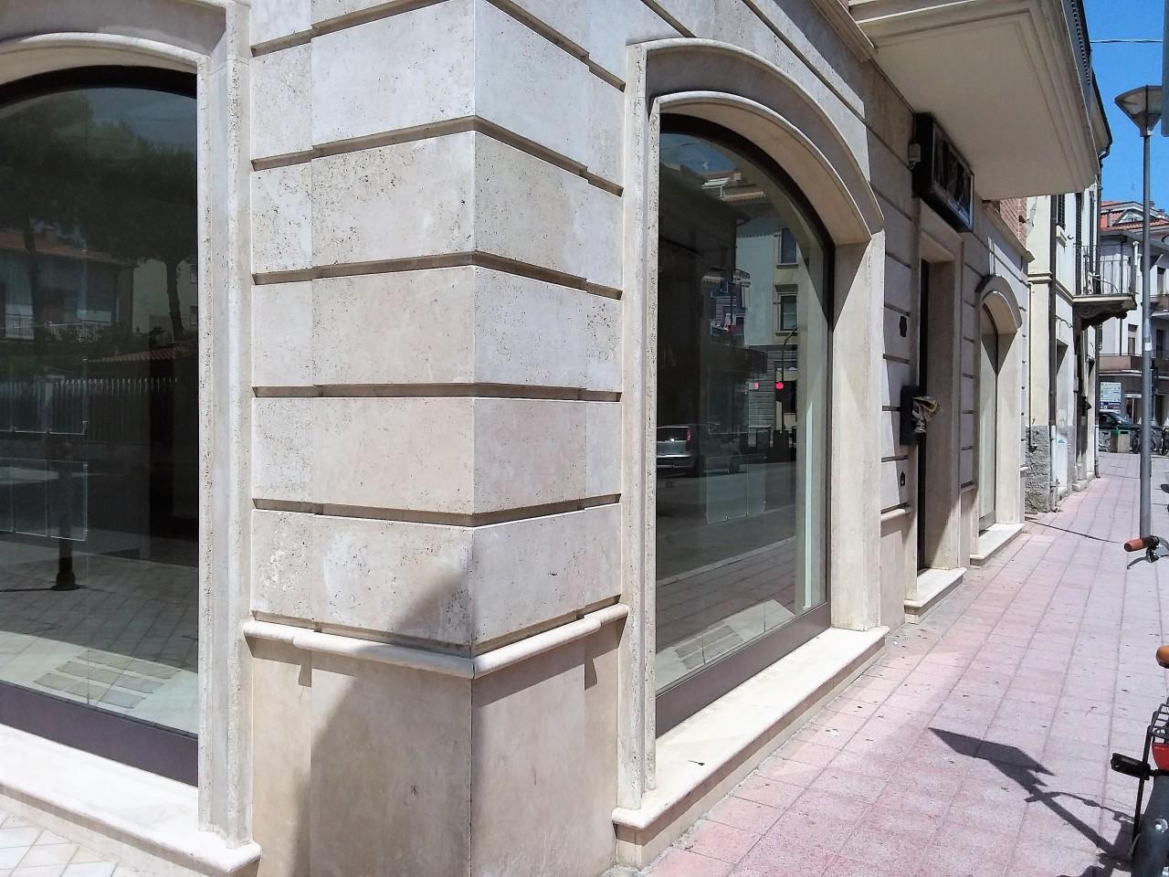 Negozio / Locale in vendita a San Benedetto del Tronto, 3 locali, prezzo € 260.000 | CambioCasa.it